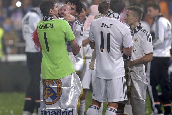 El igual que Casillas, Bale y Pepe llevaron a sus hijos a la cancha a ce...
