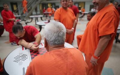 Los centros de detención tienen una capacidad máxima de 34...
