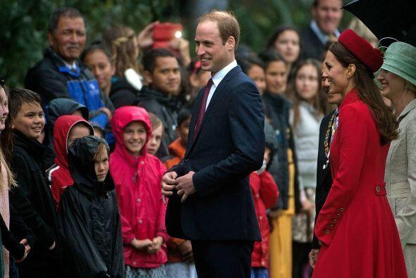 William y Kate a su llegada a Nueva Zelanda. Mira aquí los videos más ch...
