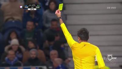 Tarjeta amarilla. El árbitro amonesta a Victorio Maximiliano Pereira Páez de Porto
