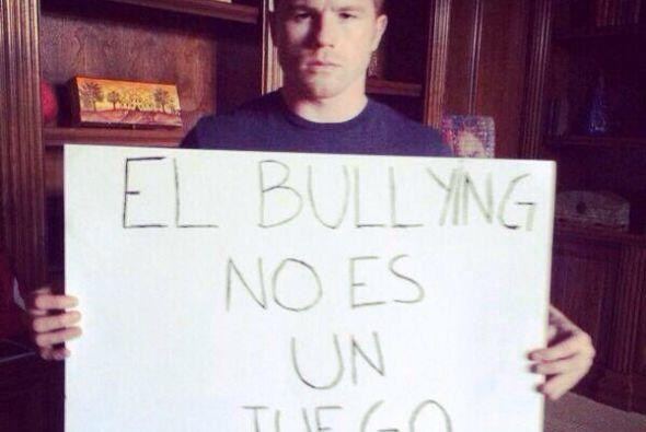 """Con letreros que dicen """"El bullying no es un juego"""", incluso estrellas d..."""