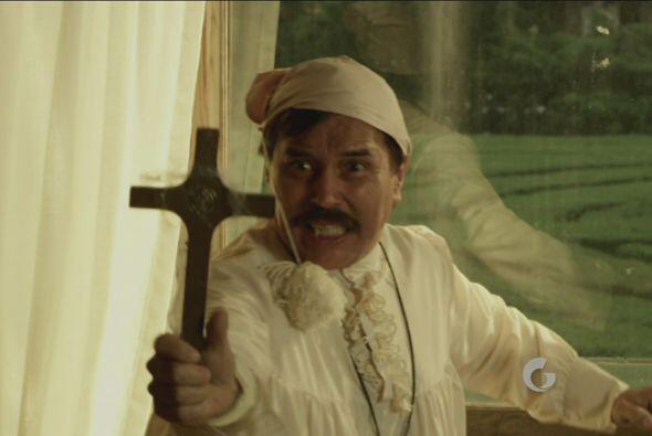 Procopio le enseñó el crucifijo...