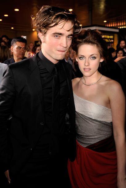 """Kristen Stewart en la premiere de """"Twilight"""" en 2008, junto a Robert Pat..."""