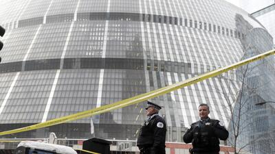 Fuerte presencia policial en Thompson Center tras un tiroteo en el que murió un policía de Chicago