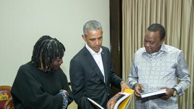 En fotos: El expresidente Barack Obama visita la aldea donde nació su padre en Kenia