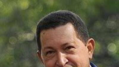 Chávez está dispuesto a reunirse con Santos, a quien le exige 'respeto'...