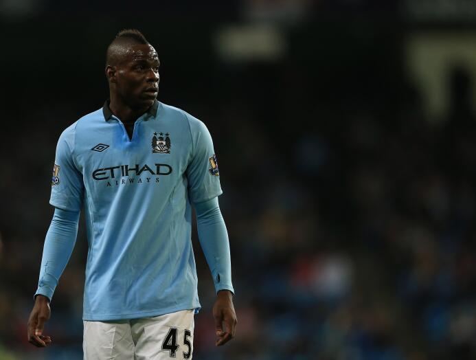 El siempre polémico Mario Balotelli jugó para el Manchester City y el Li...