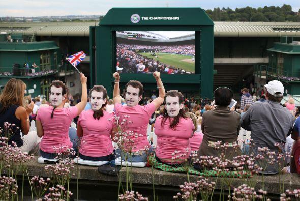 No sólo Murray tuvo apoyo dentro del estadio, también lo tuvo fuera de él.