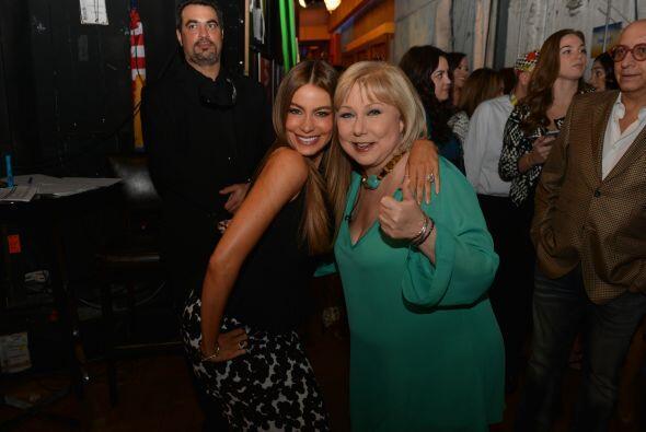 Tras bastidores, Sofía se tomó una foto con su amiga Cristina Saralegui.