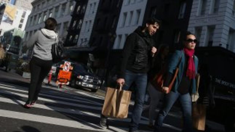 Estados Unidos registró la mayor baja de los precios al consumo en seis...