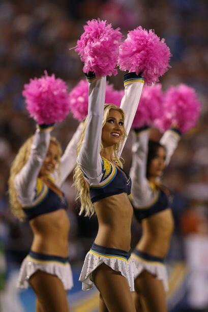Las cheerleaders de los San Diego Chargers durante la temporada 2012. &i...