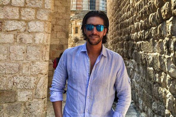 Rodrigo es un exitoso empresario mexicano.