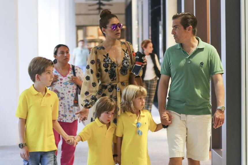 La bella conductora de 'Hoy' de compras con Fernando Reina y sus pequeñi...