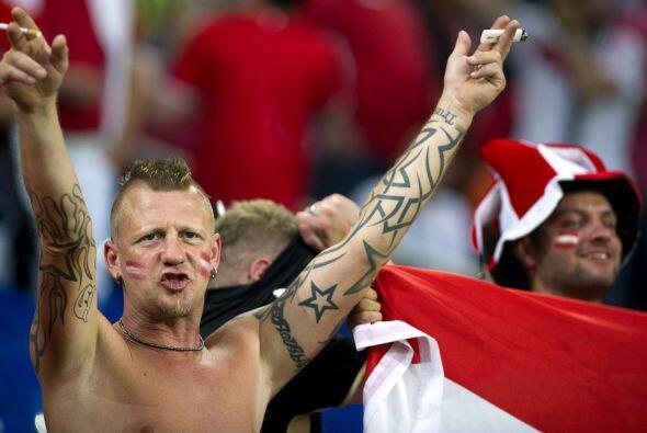 Y cómo cambian los tiempos que aquí vemos a un fanático de Austria tan b...