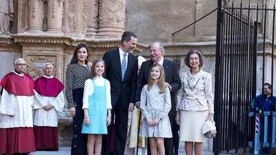Lo que no se vio del pleito entre la reina de España y su suegra (incluso les leen los labios)