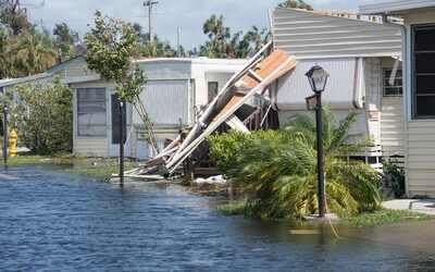 Casas dañadas luego del paso del huracán Irma, en Naples,...