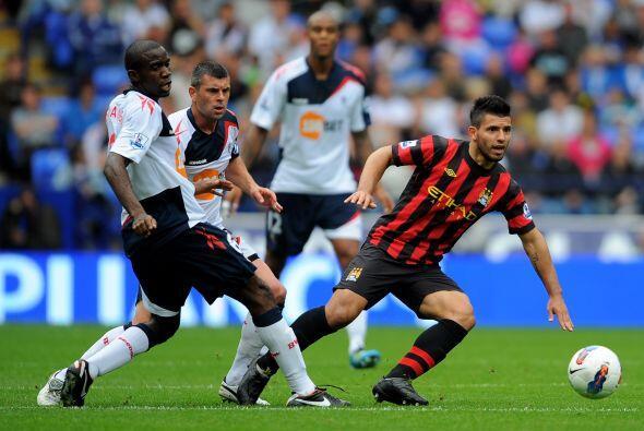 Manchester City, con Sergio Agüero incluído, enfrentó al Bolton en el ci...