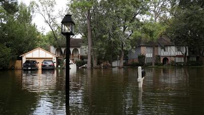 Más de 2,000 familias del condado de Harris aún viven en hoteles tras el paso de Harvey