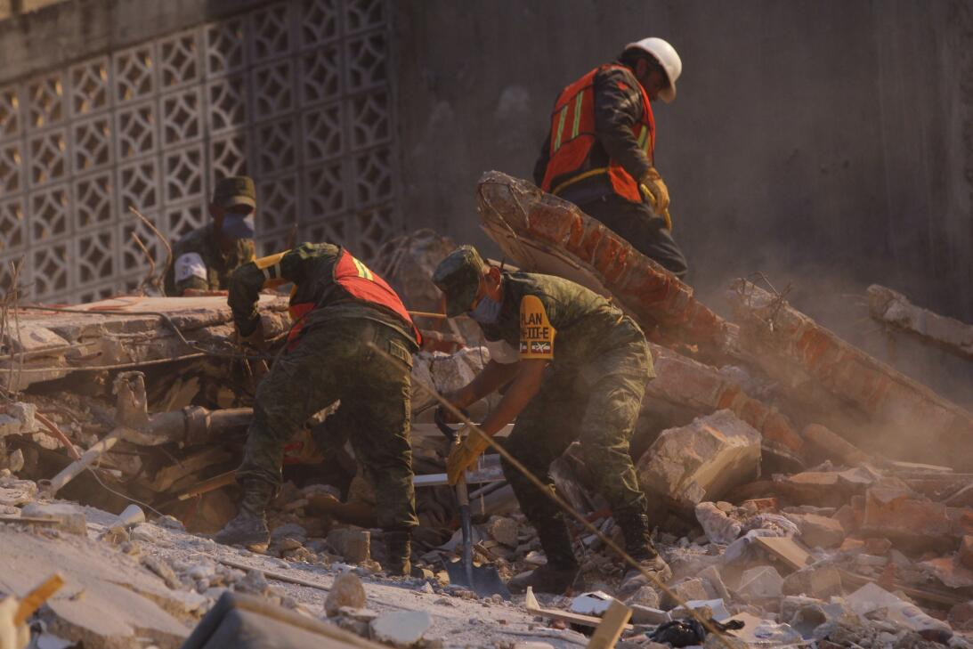 Búsqueda de víctimas tras el terremoto del 19 de septiembre.
