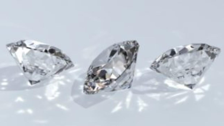 Alrededor del 90 por ciento de las piedras llegaron a La India vía Suiza...