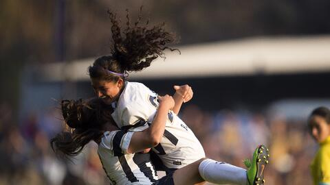 Pumas UNAM femenil celebra uno de sus goles ante Tijuana.