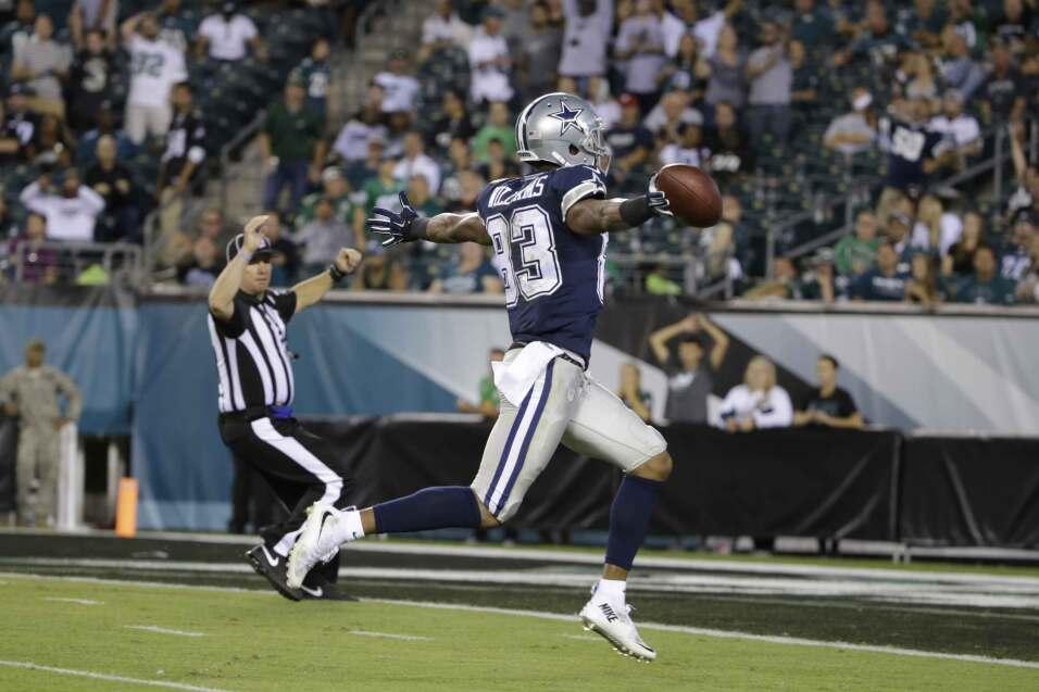 Terrance Williams atrapó un pase de touchdown de Brandon Weeden y los Co...