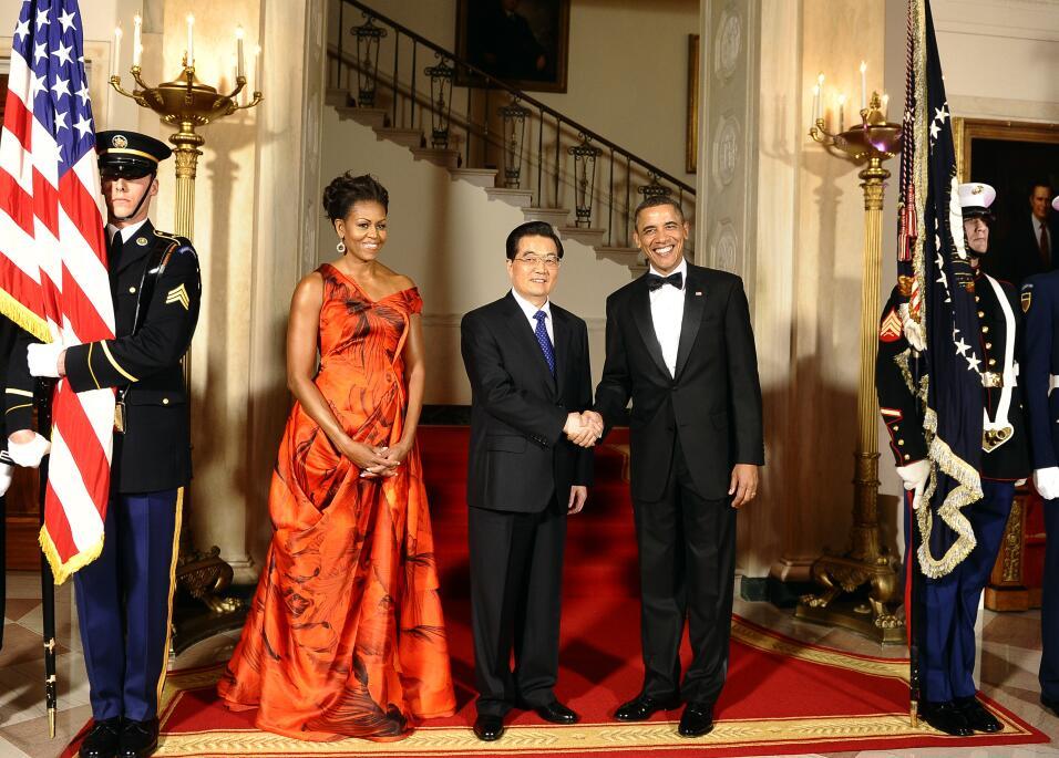 El deslumbrante vestido Versace que Michelle Obama lució en su última ce...