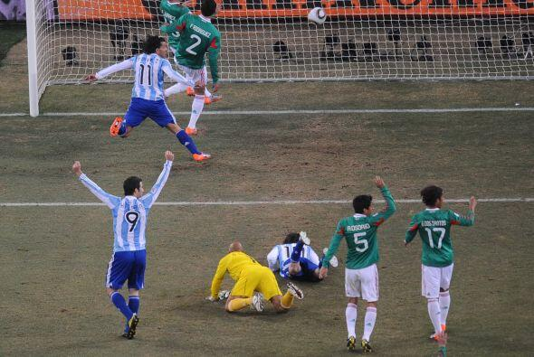 Y para rematarla, a Carlos Tévez le convalidaron un gol en clara posició...