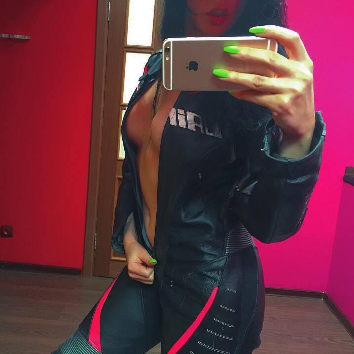 "Olga Pronina ""La Reina de las motocicletas en Instagram"""