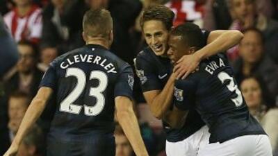 Adnan Januzaj celebra su segundo gol para derrotar al Sunderland.