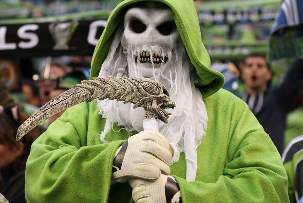 En el estadio Quest Field de Seattle no faltaron disfraces alusivos al f...