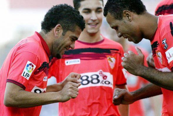 Otro encuentro entre amigos y hoy rivales se dio en el Sevilla. Allí com...