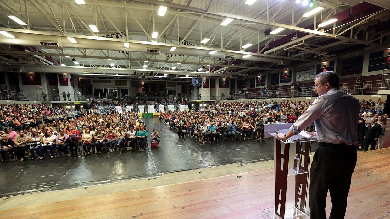 Otorgan permanencia a m s de mil empleados de comedores for Trabajo en comedores escolares bogota