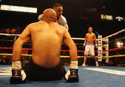 Tres veces envió González a su rival a la lona en el mismo...