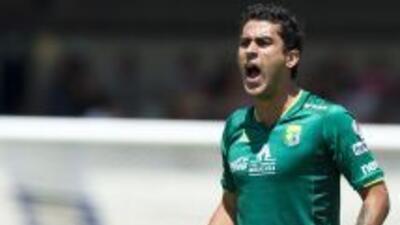 El atacante mexicano dice estar a gusto en el inicio de su etapa con el...