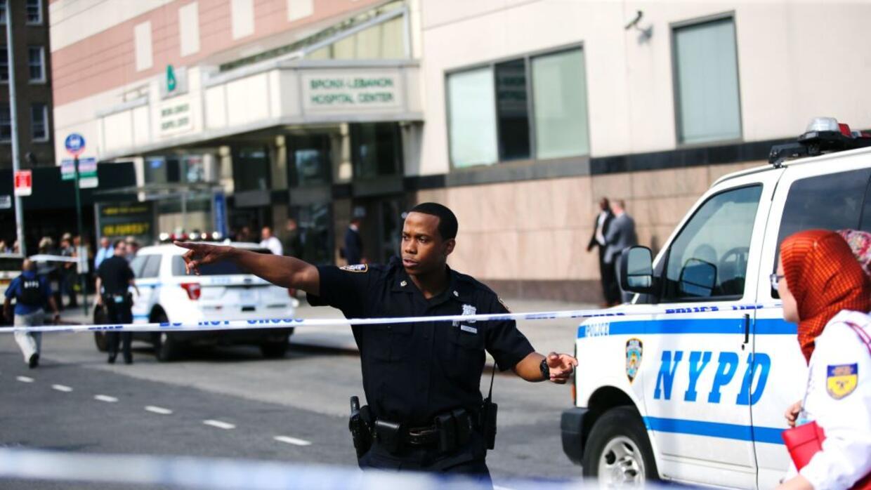 Un tiroteo dejó al menos dos muertos, incluyendo al atacante, est...
