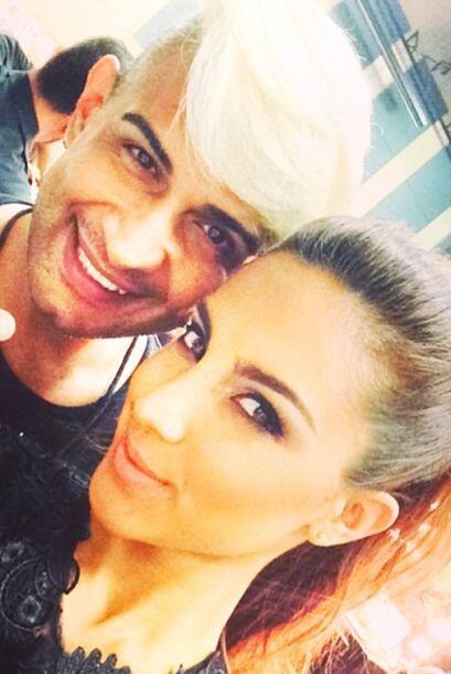 Gaby Álvarez acompañada del responsable del look con el que la veremos e...