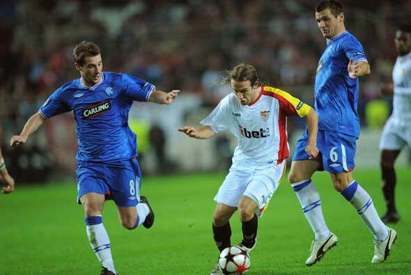 El Sevilla, que ya tenía asegurado el primer lugar de su grupo, jugó con...