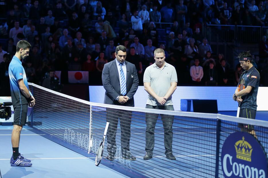Minuto de silencio antes de un partido de las finales de la ATP en Londres.