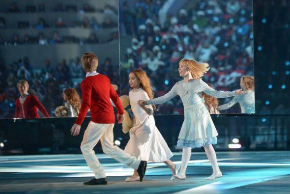 En compañía de los payasos Yuri y Valentina y otros famosos artistas cir...