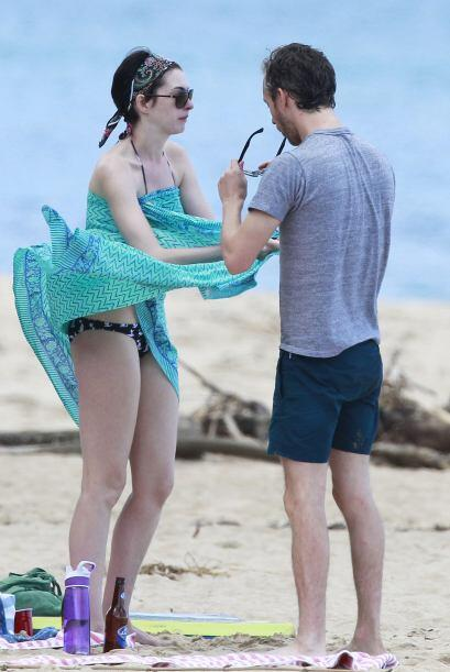"""Anne Hathaway está """"hasta las manitas"""" de amor de su marido Adam Shulman..."""