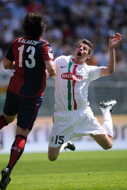Pésimo actor resultó Andrea Barzagli, defensa de la Juventus, que intent...