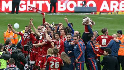 Los jugadores del Middlesborough celebran su regreso a la máxima división.