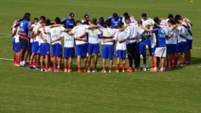 Costa Rica entrenó a puerta cerrada, prepara juego contra Grecia.
