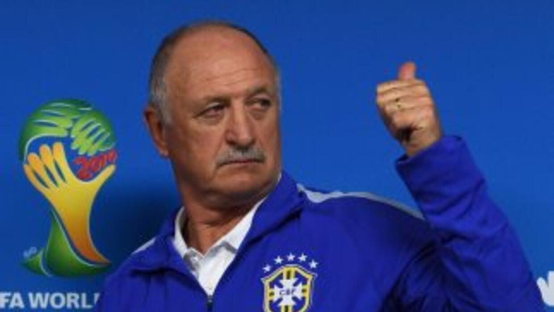 Scolari señaló que vio la jugada diez veces y que para él fue un claro p...