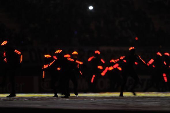 En el vestuario de cada participante destacaban las luces cuyo color cam...