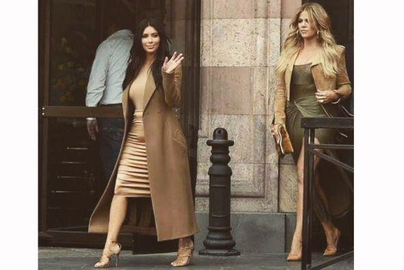 Para esta visita las Kardashian han optado por atuendos poco reveladores...