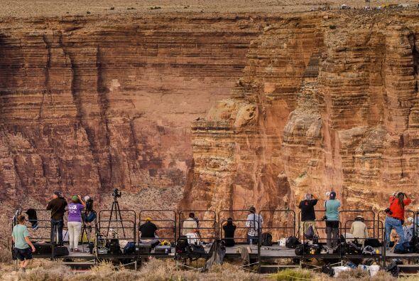 El evento fue transmitido en vivo por Discovery Channel con un delay de...