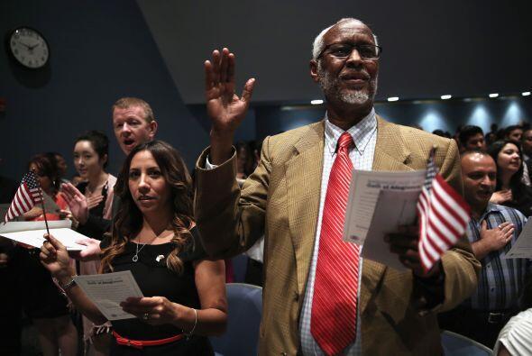 La colombiana Carolina Hall y el somalí Ahmed Ali Abokor y otros 350 can...