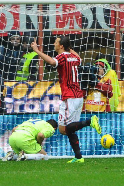 Muy rápido llegaría el gol y al minuto 7, Zlatan Ibrahimovic convertiría...